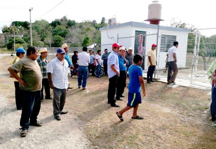 En esta semana, los habitantes de la comunidad tomaron las instalaciones del Centro de Salud, porque el médico no asistía y consumía bebidas embriagantes en el lugar. (Foto: David De la Fuente / SIPSE)