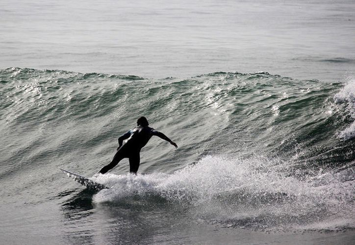 Salvador Villas Boas, de 51 años, se encontraba desafiando las enormes olas de Praia do Norte. (Pixabay)