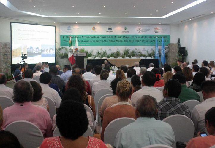Desde ayer y hasta el próximo viernes expertos de diversas partes del mundo compartirán sus investigaciones sobre la arqueoastronomía maya en Cozumel.  (Irving Canul/SIPSE)