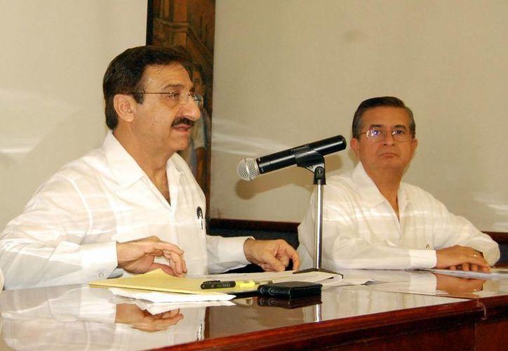 El rector Alfredo Dájer Abimerhi se dijo preocupado por la tardanza de recursos federales. (Milenio Novedades)