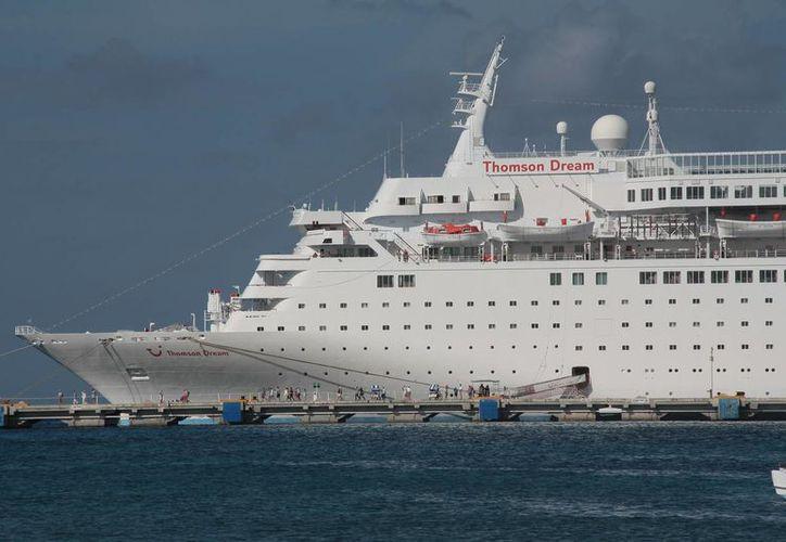 El crucero Thomson Dream atracó en el muelle Punta Langosta. (Julián Miranda/SIPSE)