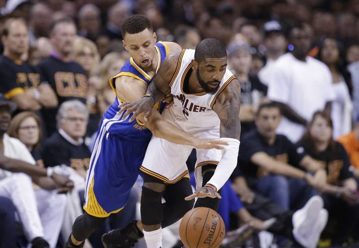 Cavs y Warriors chocan esta noche en la Oracle Arena de Oakland. (AP)