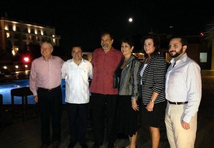 En el marco de un acto por los diez años de las relaciones entre los puertos de Panama City y Progreso, el alcalde Greg Brudnicki mostró su interés por exportar productos automotrices yucatecos. (SIPSE)
