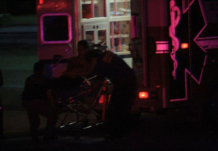 Personal de paramédicos llegó en auxilio de herido. (Foto: SIPSE)
