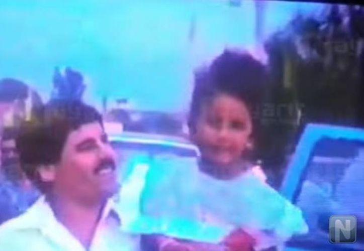 En el video se observa como 'El Chapo' llega a la fiesta de su ahijada Grecia Venegas Oviedo. (Captura de video/YouTube/nayaritenlinea.mx)