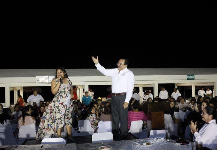 En la recta final de la campaña participa en eventos con 13 mil mujeres en Mérida y Yucalpetén. (Milenio Novedades)