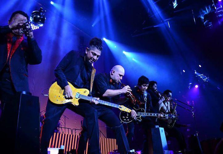 La banda de Rock, Panteón Rococó, estrenará un DVD el próximo año de su veinte aniversario, fecha que festejaron con un concierto en la Arena Ciudad de México. (Facebook: Panteón Rococó)