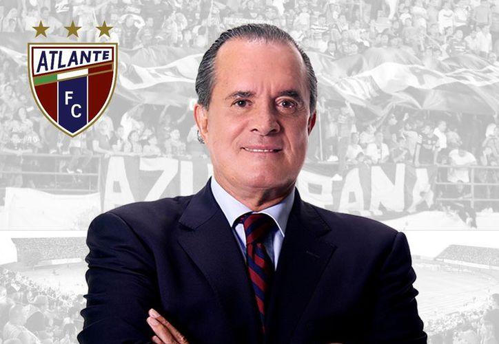 El reconocimiento al actual comentarista deportivo, Raúl Orvañanos se realizará este viernes, en el estadio Andrés Quintana Roo, en Cancún. (SIPSE)