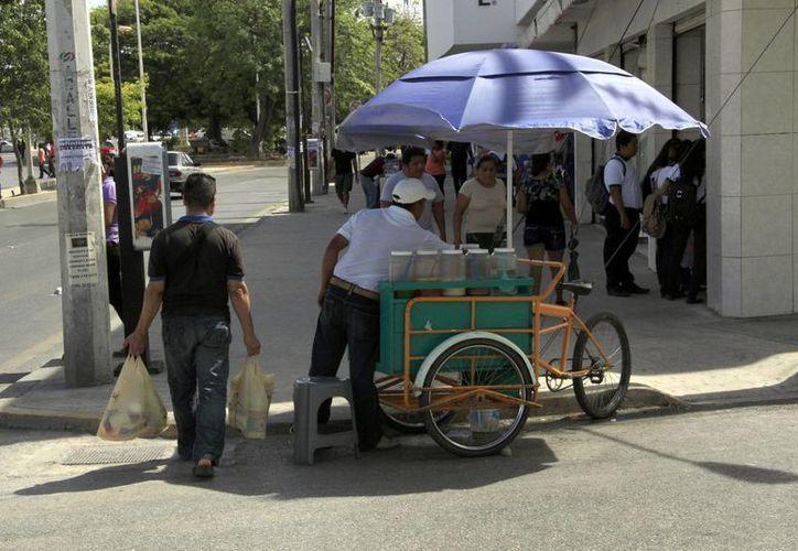Para instalar un negocio en la calle se necesita hacer el trámite en la Dirección de Comercio en la Vía Pública. (Tomás Álvarez/SIPSE)
