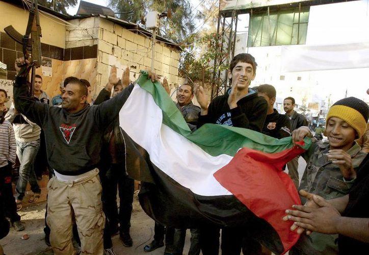 Ese estallido de júbilo se repitió en otros campamentos de refugiados en el Líbano. (EFE)