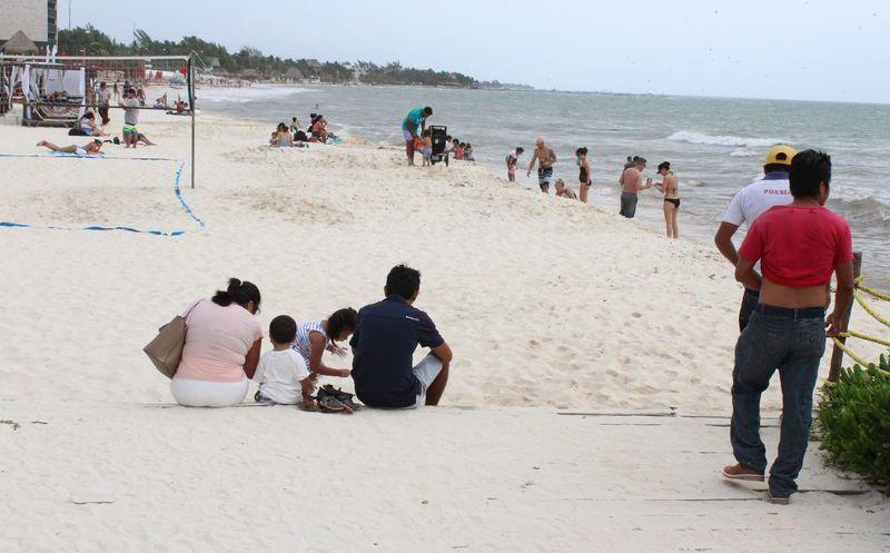 Frenan actividades turísticas en el mar por frente frío