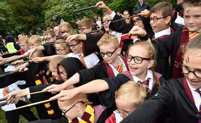 El Bolton cientos de personas caracterizadas de Harry Potter buscarán romper hoy el récord Guinnes. (Foto: Contexto/Internet)