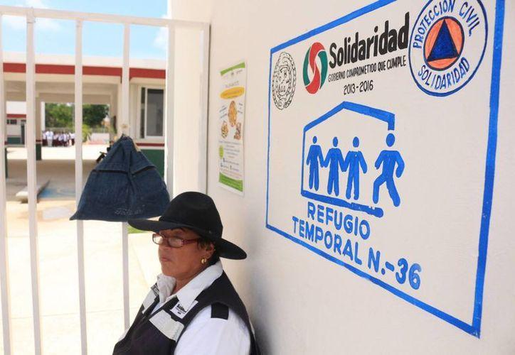 El director de Protección Civil mencionó que los 42 refugios están listos para usarse. (Ángel Castilla/SIPSE)