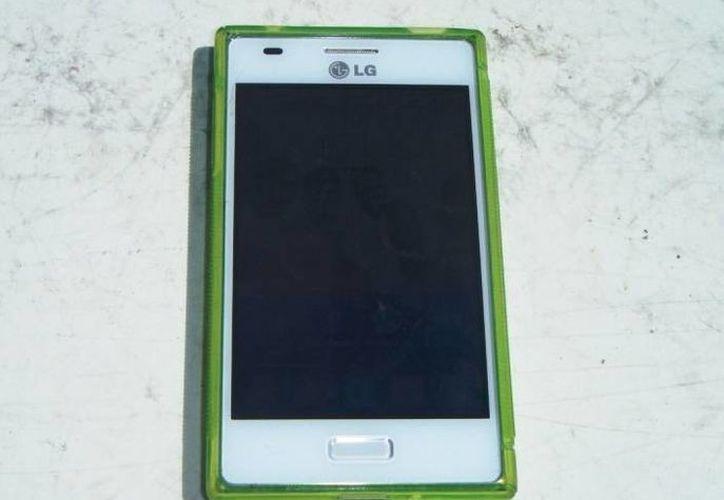 El celular fue recuperado por los policías. (Cortesía/SIPSE)