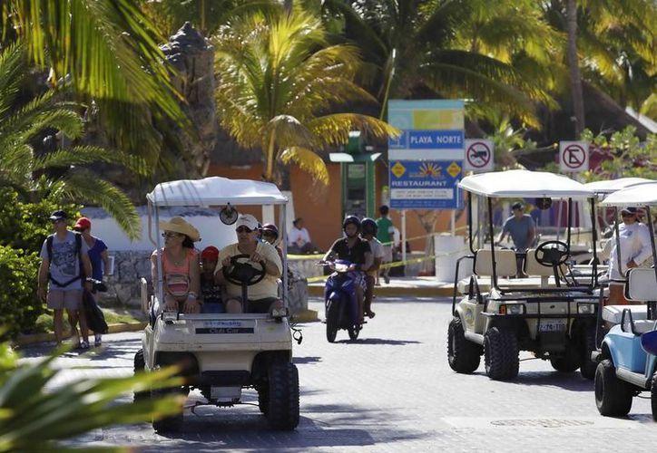 Según cifras de la Apiqroo, durante agosto de este año aumentó 13% el número de pasajeros que llegaron a Isla Mujeres. (Redacción/SIPSE)