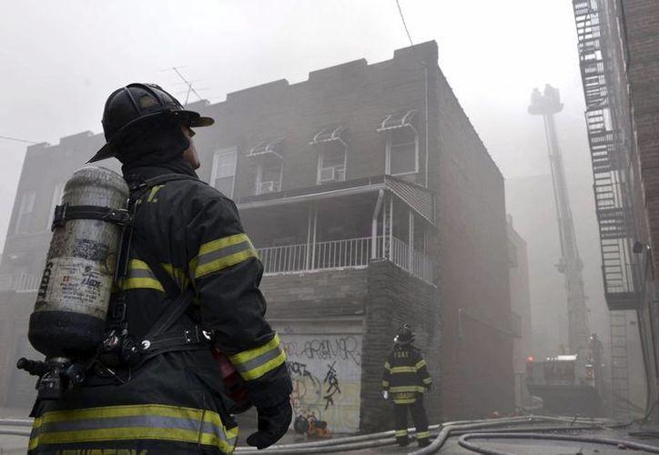 Las imágenes de televisión muestran un hueco entre dos edificios. (EFE/Archivo)