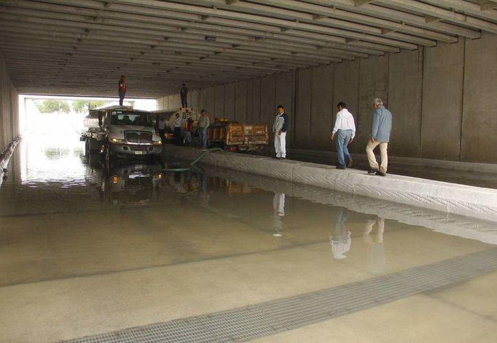 A principios de enero de este año el paso a desnivel sufrió una inundación que obligó a mantenerlo cerrado durante varios días. (Juan Albornoz/SIPSE)