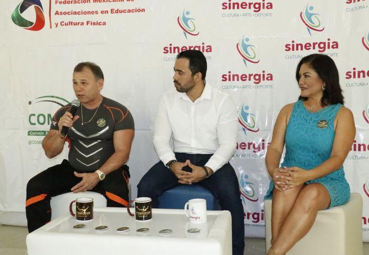 Erik (izq.) impartirá una charla para impulsar a los deportistas. (José Acosta/Novedades Yucatán)