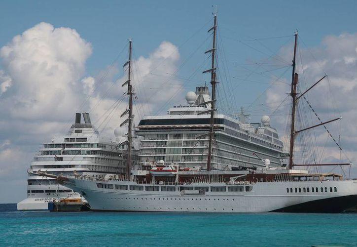 Cruceros de lujo visitaron la isla ayer domingo. (Julián Miranda/SIPSE