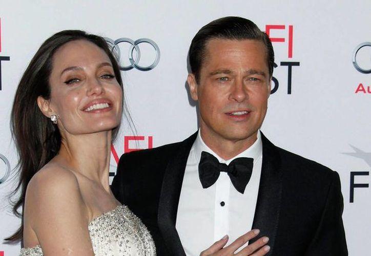 Angelina Jolie pidió a su esposo, Brad Pitt, el divorcio. (Efe/Archivo)