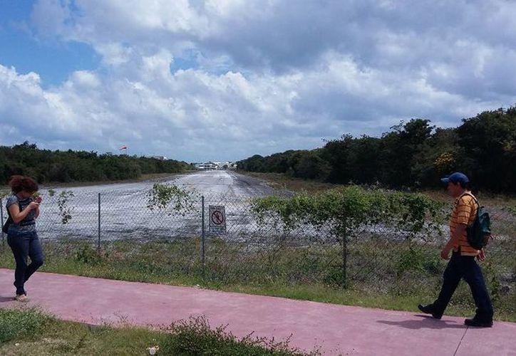 La pista del antiguo aeródromo será convertida en un camino peatonal.  (Daniel Pacheco/SIPSE)