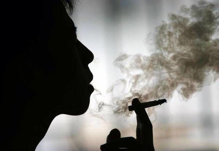 Las cifras del tabaquismo en México superan los 60 mil muertos al año, sin contar los no reportados. (Archivo/SIPSE)