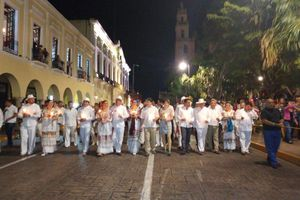 Celebran músicos y jaraneros a Mérida en su cumpleaños