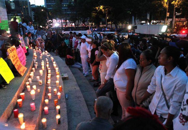 Familiares siguen a la espera de información de los 12 jóvenes. (Archivo/Notimex)