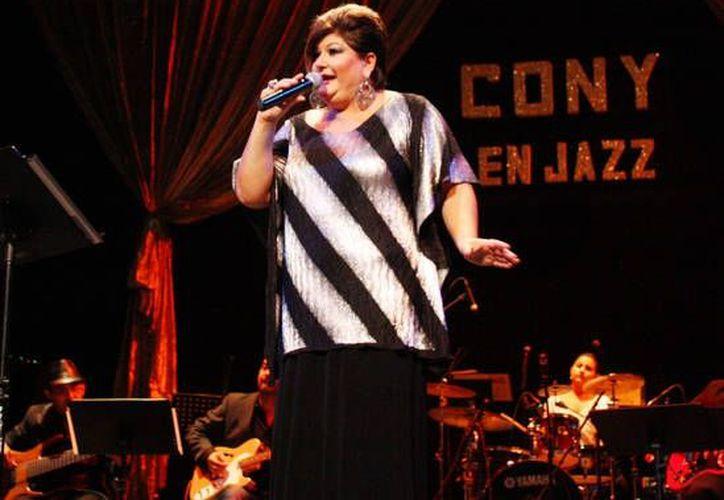 Cony durante su presentación en la clausura del Festival de Jazz Yucatán 2012. (SIPSE)