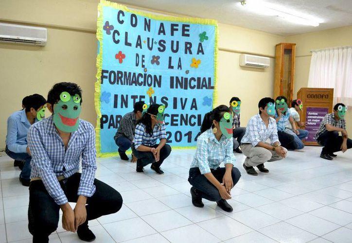 Los jóvenes durante uno de los números bailables que presentaron. (SIPSE)