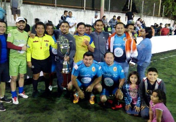 Un desconcierto del portero de Deportivo UNE al regalar el balón al contrincante, sentenció el partido de la final. (Miguel Maldonado/SIPSE)