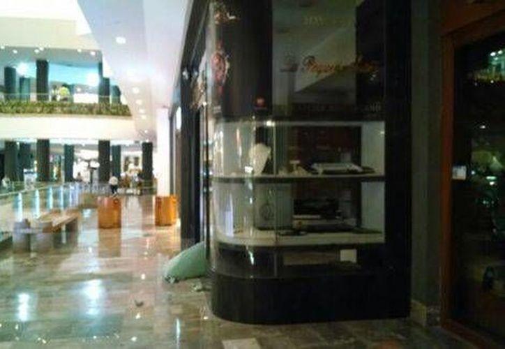 Al filo de las 20:00 horas inició una balacera que alertó a los clientes del centro comercial Santa Fe. (Milenio)