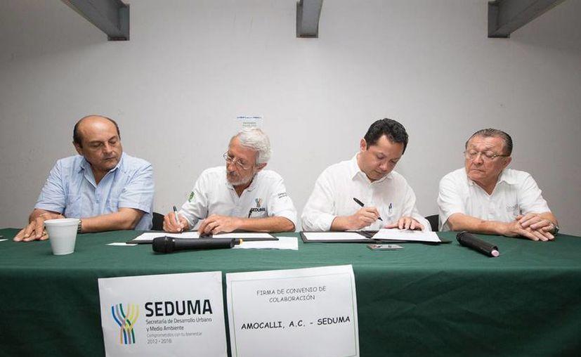 Firma de convenio entre Seduma y Campo Limpio Amocali A.C para la instalación del Centro de Acopio Temporal en Mérida. (Milenio Novedades)