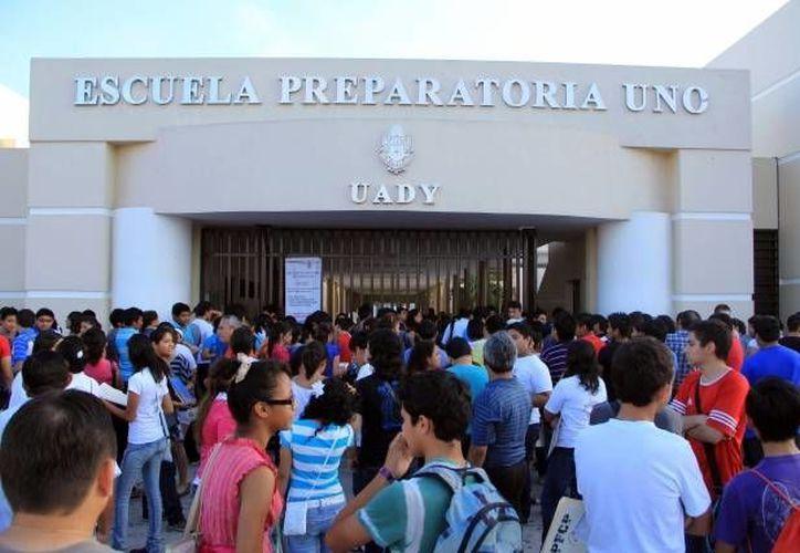 El pasado jueves se ratificó la candidatura única a la socieda de alumnos de la Escuela Preparatoria Uno. (Archivo/SIPSE)