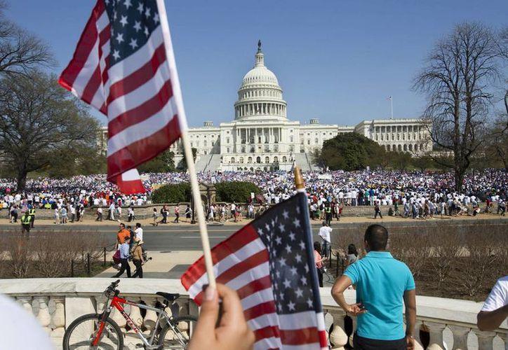 Una multitud llena los prados del Capitolio en Washington el miércoles 10 de abril de 2013 durante una manifestación en pro de una reforma migratoria. (Agencias)