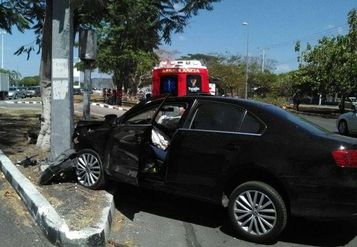Imagen del accidente que sucedió esta mañana en la calle 60 por calle 39 en el norte de Mérida.(Jorge Acosta/Milenio Novedades)