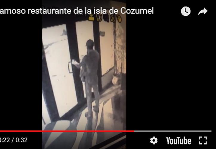 En conocido restaurante en la avenida Rafael E. Melgar un solitario ladrón entró a robar la madrugada del viernes. (Foto: Gustavo Villegas/SIPSE)