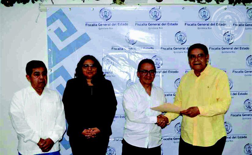 El Fiscal General del Estado Óscar Montes de Oca Rosales recibió al ex titular interino Gustavo Salas Salgado. (Redacción/SIPSE)