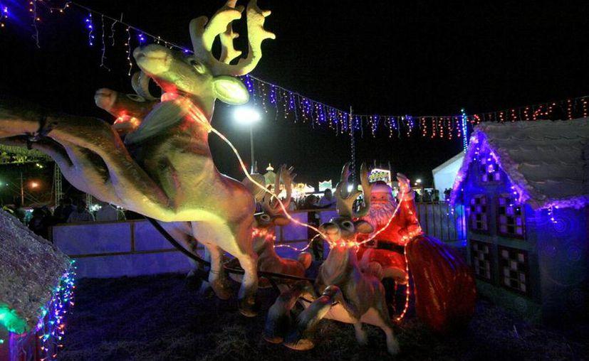 La feria 'Viva la Navidad' está hecha para que convivan niños de todas las edades con sus familias. (SIPSE)