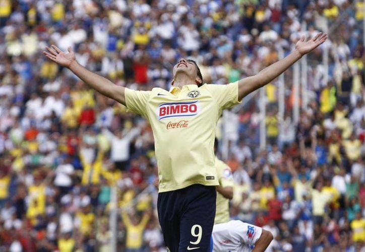 Raúl Jiménez ha tenido un ascenso meteórico en su carrera como futbolista. Ahora, a los 23 años jugará con el Atlético de Madrid, subcampeón de Europa. (EFE)