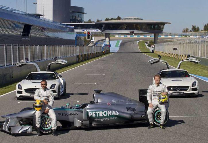 Los pilotos, el británico Lewis Hamilton y el alemán Nico Rosberg. (Agencias)
