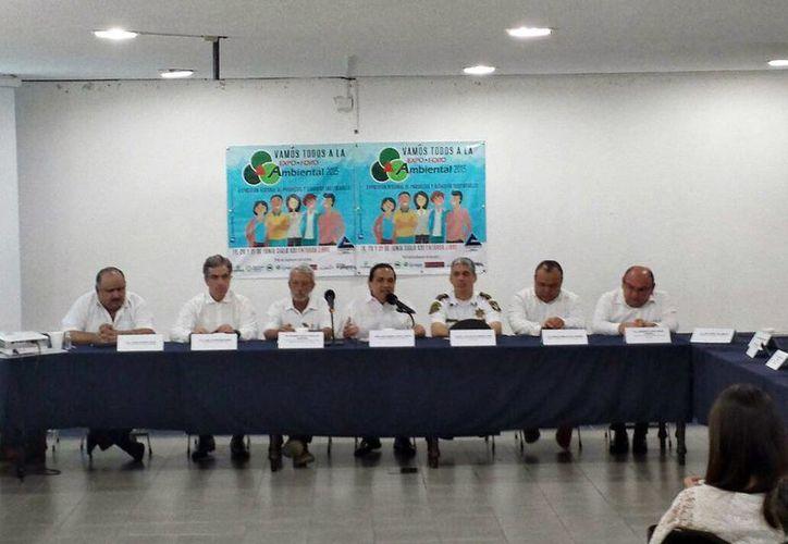 Imagen de la conferencia de prensa para la presentación del la  Primera Expo foro ambiental 2015, que se realizará del del 19 al 21 de junio en el Siglo XXI. (Candelario Robles/SIPSE)