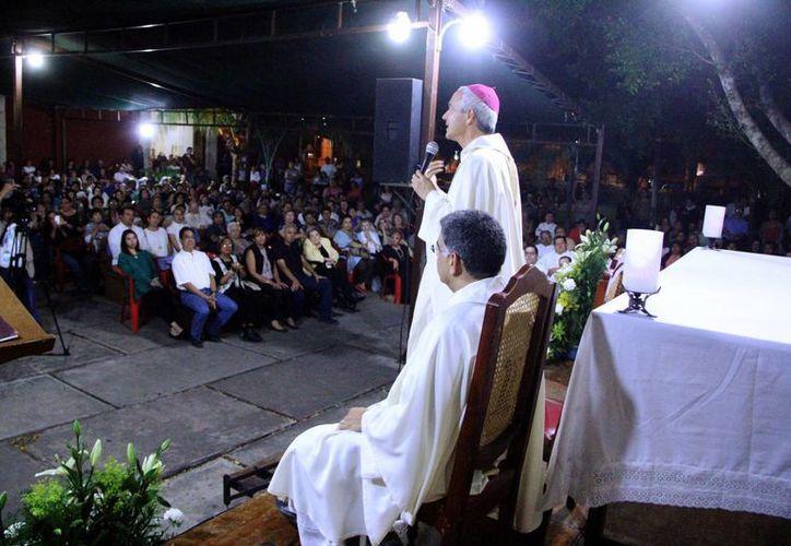 La misa del Monseñor Jorge Patrón Wong, Juan Pablo Mex y Jorge Carlos Menéndez fue en la Parroquia de Nuestra Señora de la Asunción, en la colonia Chuburná.  (Milenio Novedades)
