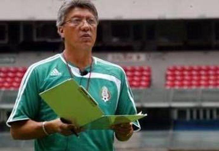 El director técnico Jesús Ramírez fue uno de los encargados de evaluar a los más de cuatro mil jóvenes que buscan un lugar. (Redacción/SIPSE)
