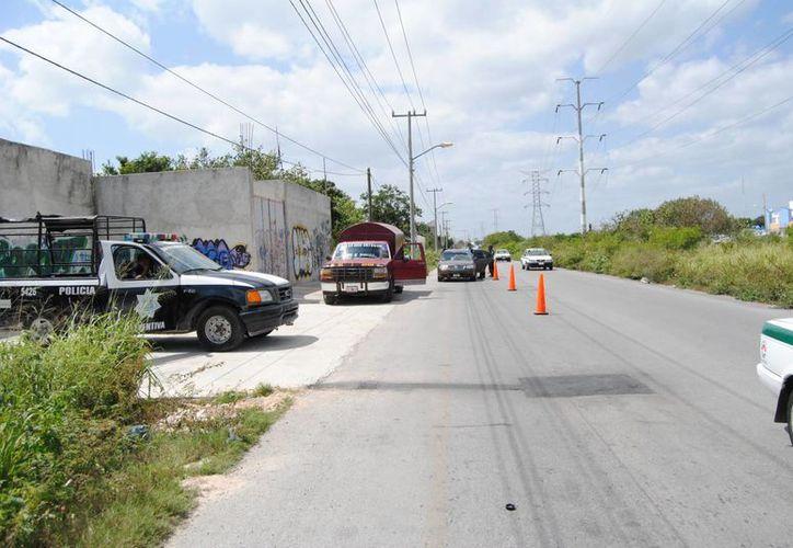 Colocaron un puerto de revisión sobre la avenida 20 de Noviembre, cerca de la Chac Mool. (Eric Galindo/SIPSE)