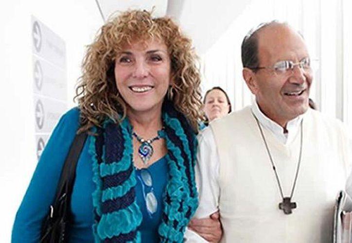 La senadora por Quintana Roo, Luz María Beristain Navarrete, y el padre Alejandro Solalinde. (Cortesía)