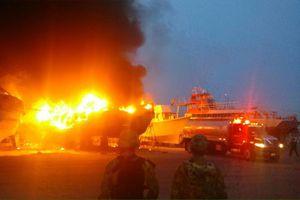 Incendio de embarcaciones en Yucalpetén