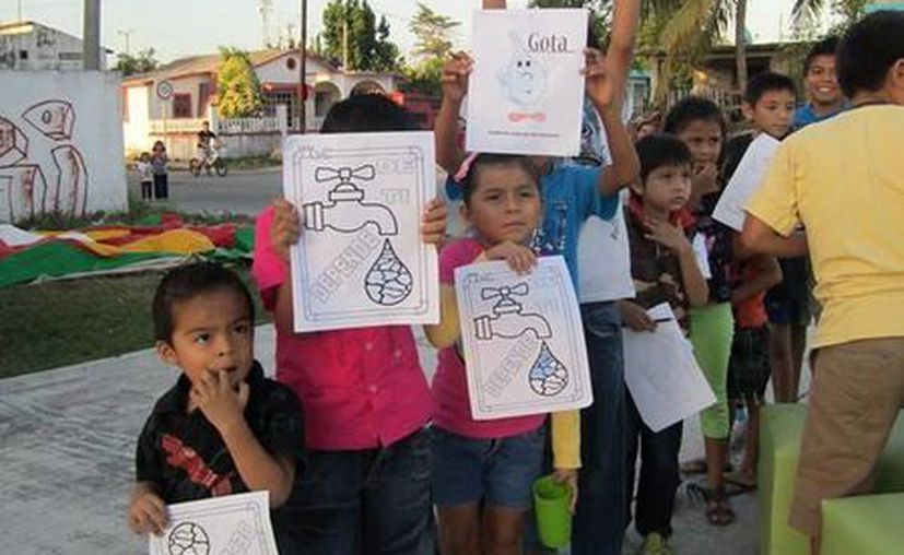 Con estas actividades los niños aprenden y crean conciencia sobre el cuidado del agua y buen uso del agua. (Redacción/SIPSE)
