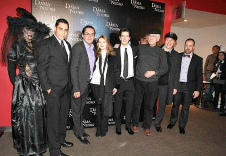 La obra 'La Dama de Negro', ahora protagonizada por Robinson Díaz y Adriana Arango, suma 23 años en la cartelera teatral de México.(Notimex)