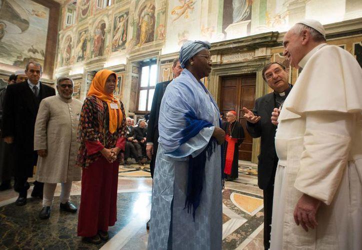 El Papa Francisco en reunión con miembros del Instituto Pontificio de Estudios Islámicos y Árabes, en el Vaticano. (Foto: AP)